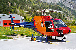 Erstfeld/UR, April 1997 - The AS 350B2 Ecureuil HB-XTF of Heli-Gotthard with its new paint scheme (K. Albisser)