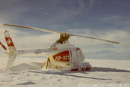 Greenland 1973 - The Bell 206A/B Jet Ranger II HB-XCT covered with snow and ice after a storm (archive E. Devaud)