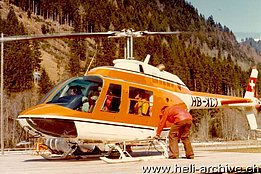 Early 1970s - The Bell 206A/B Jet Ranger II HB-XCT during a series of passengers flights (archive E. Devaud)