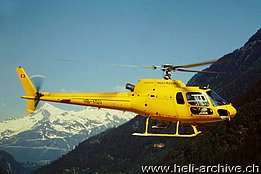 Ambrì/TI, May 1999 - The AS 350B2 Ecureuil HB-XQU in service with Heli-Rezia (M. Bazzani)