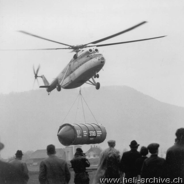 Switzerland, April 1966 - The Mil Mi-6 Hook CCCP-06174 photographed in Belp/Berne while it transports a heavy tank (W. Studer - HAB)