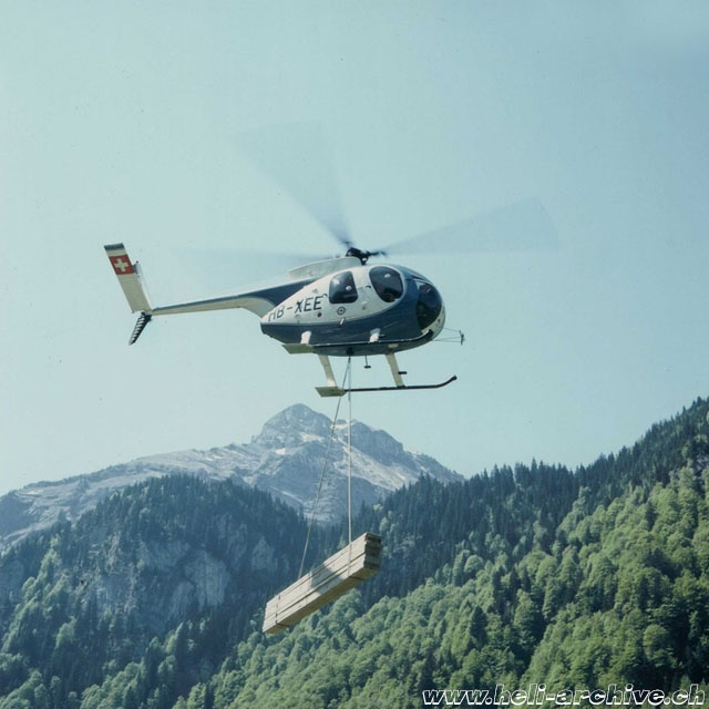Swiss Alps 1975 - The Hughes 500C HB-XEE employed to supply a mountain site (archive Fuchs Helikopter)