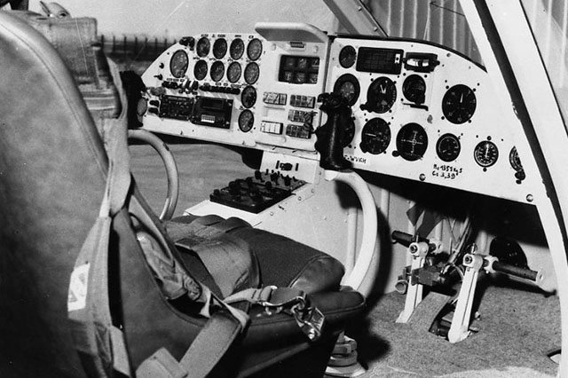 The instrument panel installed on the prototype. On the left side the instruments installed during the test flights (archive B. Certain)
