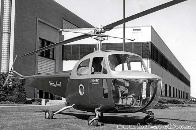Bell 47B NX41967 (s/n 2) photographed in March 1946 in front of Bell Aircraft Corporation offices in Niagara Falls/NY. The side window in the lower part of the door was unique to NX 41967 (Bell aircraft)
