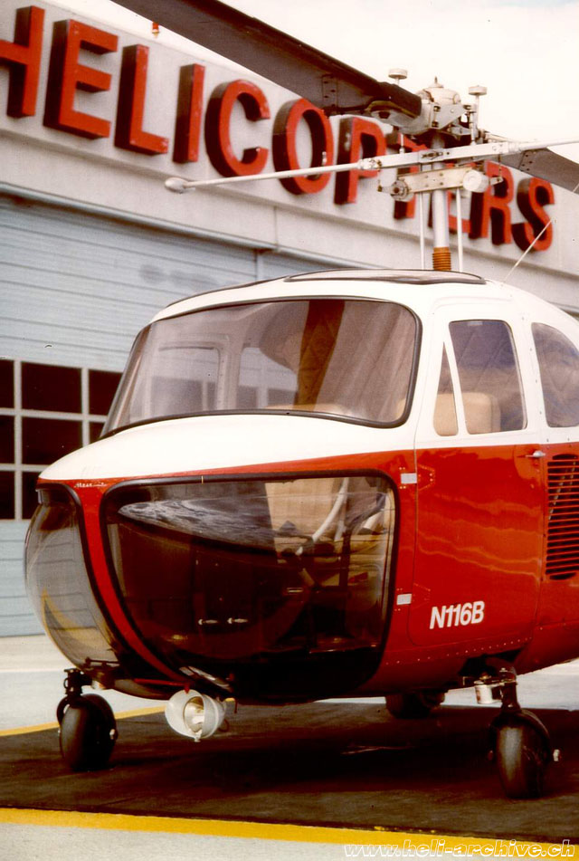 The Bell 47B features car-like windscreen and door (M. Bazzani)