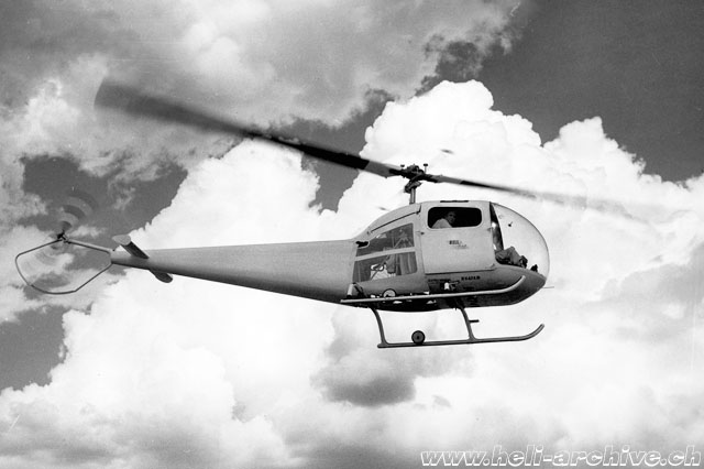 The Bell 47G-1 N2474B photographed in flight. The resemblance with 47J Ranger is evident (Bell helicopter - Paul D. Faltyn)