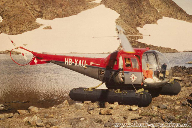 "Greenland, summer 1968 - The Bell 47J Ranger HB-XAU fitted with pontoons for amphibian use. The Swiss crew nicknamed this helicopter ""Tugto"" (M. Burkhard - HAB)"