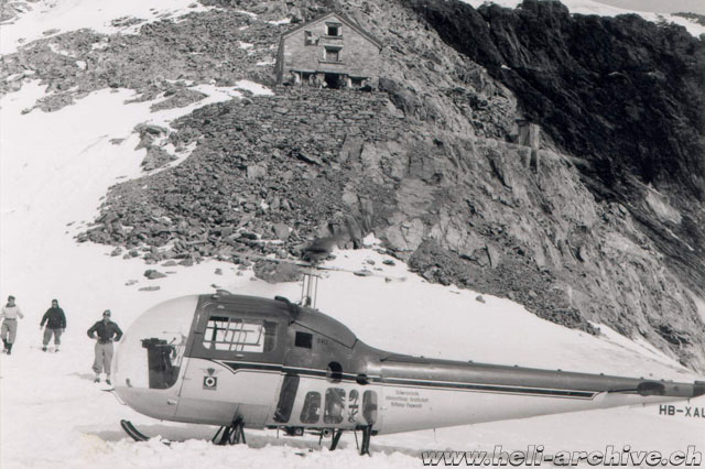 This extraordinary image shows the Bell 47J Ranger HB-XAU parked in front of the Dent Blanche or Rossier mountain hut in the Valaisan Alps at an altitude of 3'500 meters - 11'500 ft! (R. Renggli)