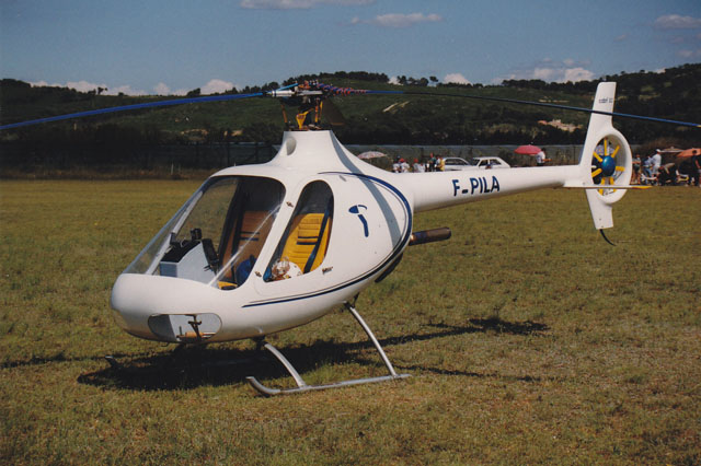 The resemblance of the first prototype with the Guimbal Cabri G2 is quite evident (archive M. Mau)