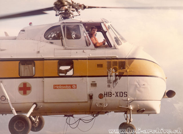 Summer 1975 - Ernest Devaud at the controls of the Helitech-Sikorsky S-55T HB-XDS temporarily in service with Heliswiss (E. Devaud)