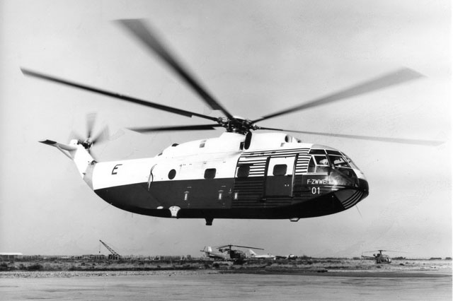 July 1963 - The SA 321 Super Frelon F-ZWWE modified in order to set a new speed record (© Airbus Helicopters)