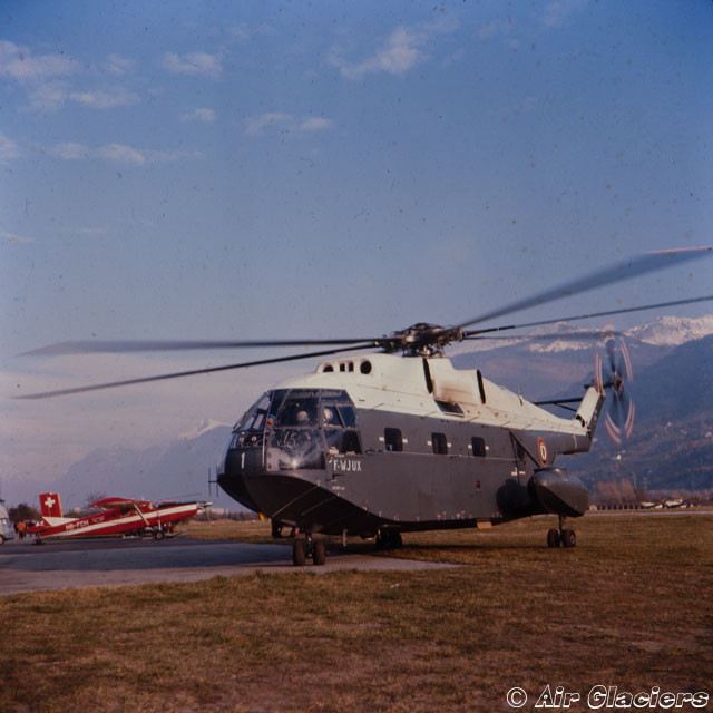 Sion airport/VS, November 1966 - The SA 321 Super Frelon F-WJUX and in the background a PC-6 Turbo-Porter in service with Air Glaciers (© Air Glaciers)