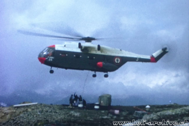May 24, 1966 - The SA 321 Super Frelon F-ZWWJ set down a reel at the working site situated on the Gibidum at an elevation of a 2'225 m/sm (HAB)