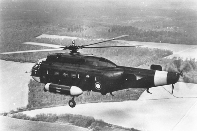 The SE 3200-002 Frelon F-ZWVT photographed during a flight test. This picture shows some of the modifications introduced like for example the horizontal stabilizer and the five blade tail rotor (HAB)