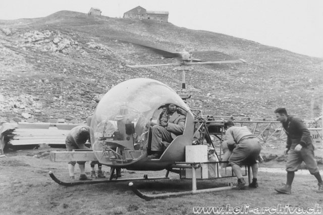 Tyrol/Austria, July 1958 - The Agusta-Bell 47G2 HB-XAP piloted by Sepp Bauer transports building material for the Memminger-Hütte (archive Bauer)