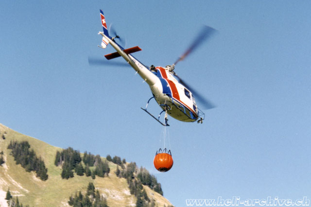 1996 - The AS 350B2 Ecureuil HB-XUU in service with Heli-Linth (HAB)