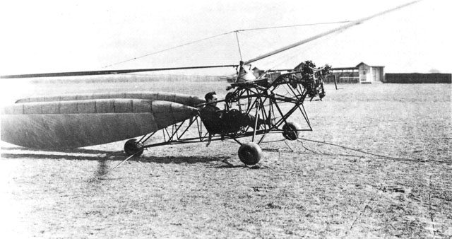 1932 - The Hafner R. II helicopter during a test (HAB)