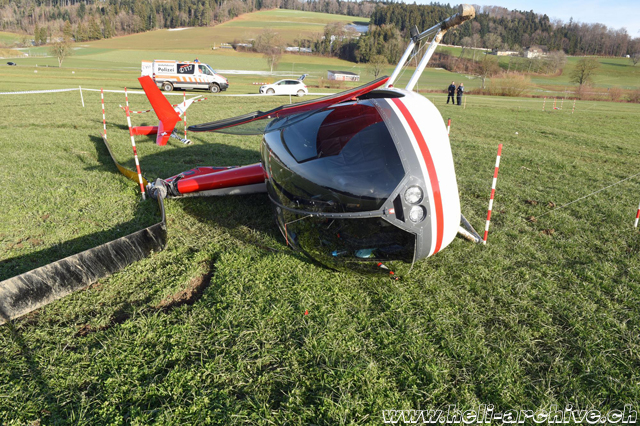 The Robinson R-44 HB-ZDW rolled over after the landing in a field (photo KAPO LU)