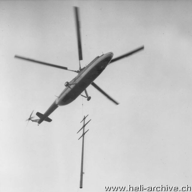 Herisau/AE, April 1966 - The Mil Mi-6 CCCP-06174 transports a concrete pylon weighing 7 tons (W. Studer - HAB)