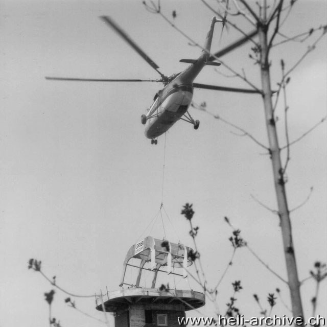 Bern-Wabern/BE, April 1966 - The Mil Mi-6 CCCP-06174 set accurately in position the truss for the new roof of the Swiss Federal Institute of Metrology (W. Studer - HAB)