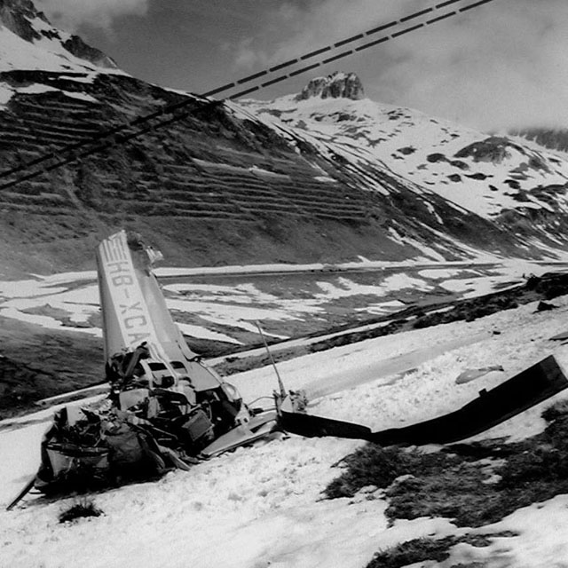 Oberalp Pass, June 6, 1968 - The wreckage of the Agusta-Bell 47J3B-1 HB-XCA. The dash-lines indicate the position of the cables (HAB)