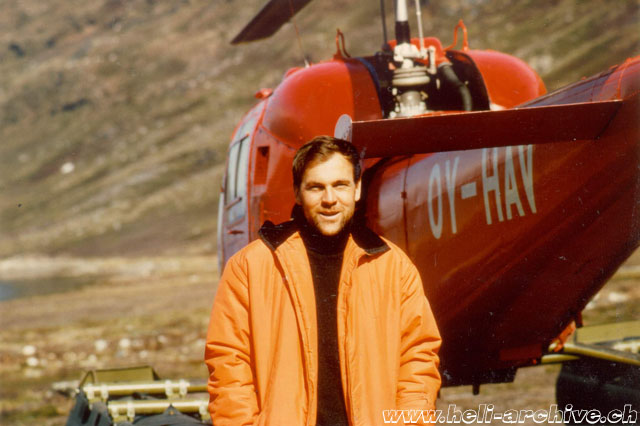 Greenland 1967 - Fernand Cardinaux photographed near the Agusta-Bell 47J Ranger OY-HAV employed for supply flights (archive M. Burkhard)