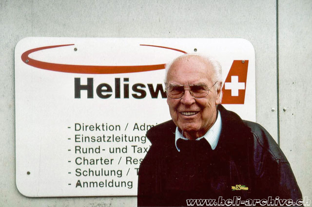 Belp/BE, autumn 2001 - Walter Demuth photographed during a visit to his ex-work colleagues at Heliswiss (M. Bazzani)