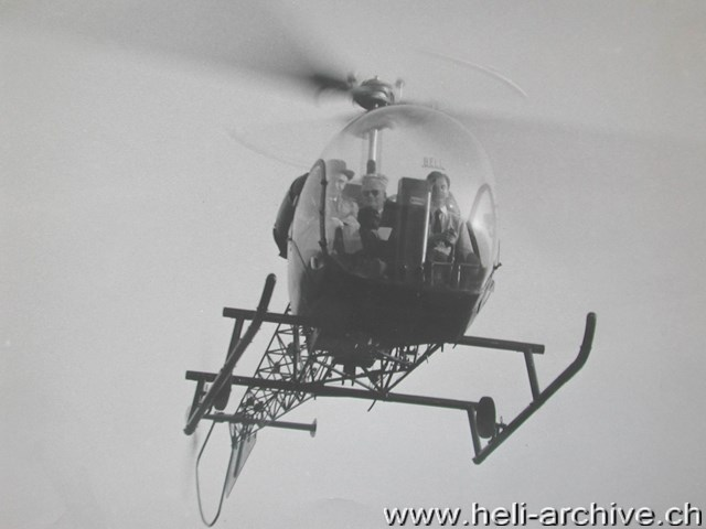Belp-Bern airport/BE, October 1953 - Raymond Gerber in flight with the Bell 47G HB-XAG (HAB)
