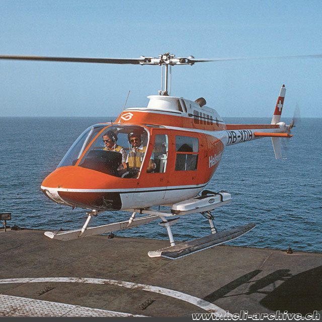 1972 - At the controls of the Bell 206A Jet Ranger HB-XDH used to locate fishponds (archive P. Füllemann)