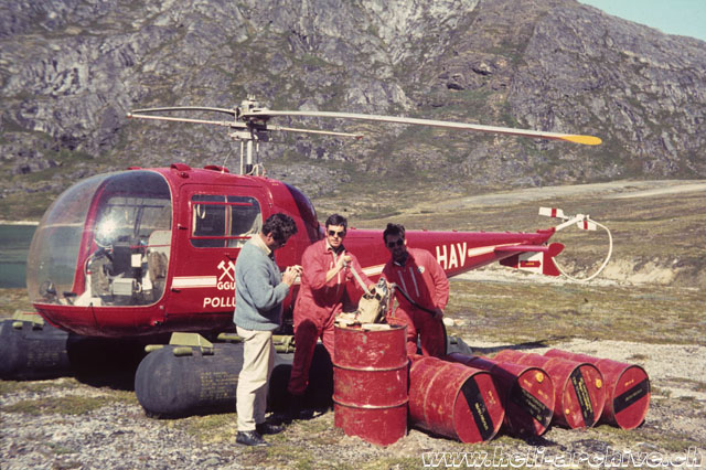 Greenland, summer 1968 - Jean-Pierre Füllemann (the first on the left) along with mechanics Bruno Widmer and Paul Schmid who were charged for the maintenance of the Agusta-Bell 47J Ranger OY-HAV (archive P. Füllemann)