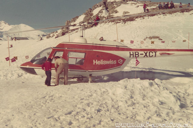 Early 1970s - Heli-ski with the Bell 206A Jet Ranger HB-XCT in service with Heliswiss (archive P. Füllemann)