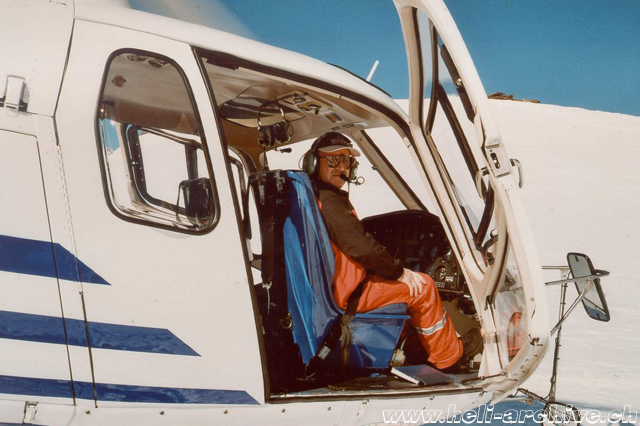 At the controls of an AS 350B2 Ecureuil in service with Air Glaciers (archive A. Litzler)
