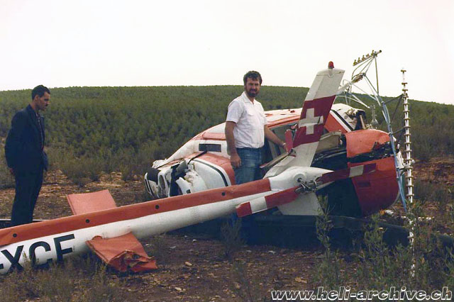 Silvio Refondini photographed near the wreckage of the Bell 206B Jet Ranger II HB-XCF (S. Refondini)