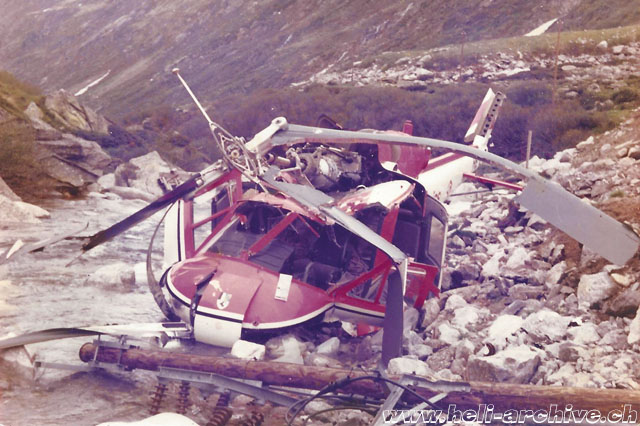 Val Medel/GR, June 10, 1978 - The wreckage of the Agusta-Bell 204B HB-XCQ after the cable collision (B. Tschachtli)