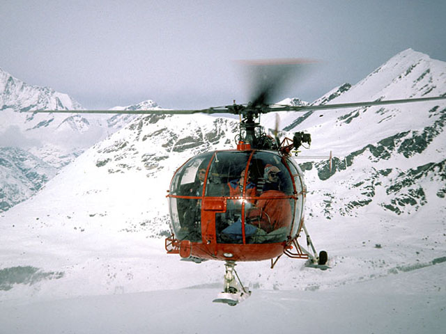 Zermatt 1978 - Bernd Van Doornick at the controls of the SE 3160 Alouette 3 during a rescue mission (frobbi.org)