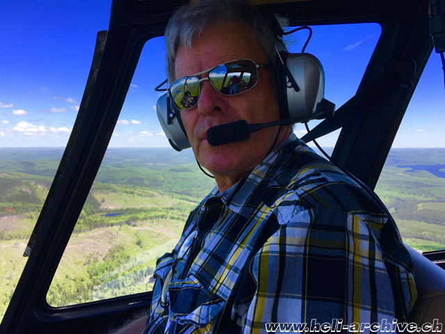 At the age of 75 Bernd Van Doornick still pilots helicopters with great enthusiasm. Here he is at the controls of his Robinson R-44 Astro I (archive BVD)