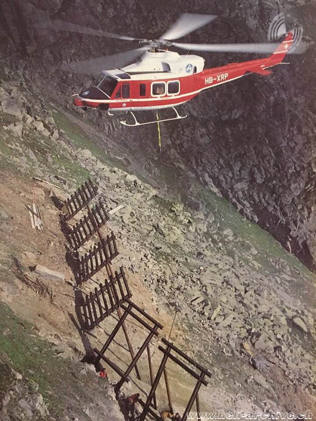 1980s - Installation of avalanche guards with Air Zermatt's Bell 412 HB-XRP (archive BVD)
