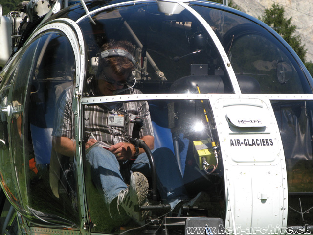 Bernd Van Doornick is almost probably the most experienced pilot on the Aérospatiale SA 315B Lama. He logged on this model more than 14,000 hours of flight! (N. Däpp)