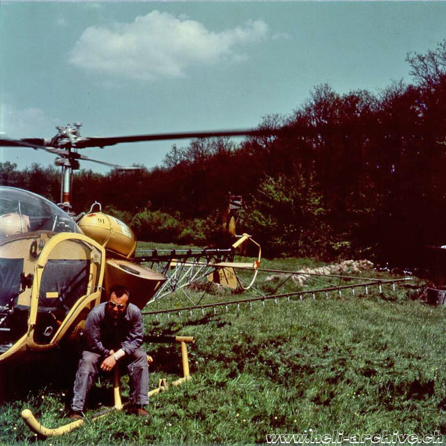 Germany, summer 1958 - Walter Demuth photographed with the Bell 47G HB-XAK in service with Heliswiss fitted with a spray equipment (HAB - E. Krebs)