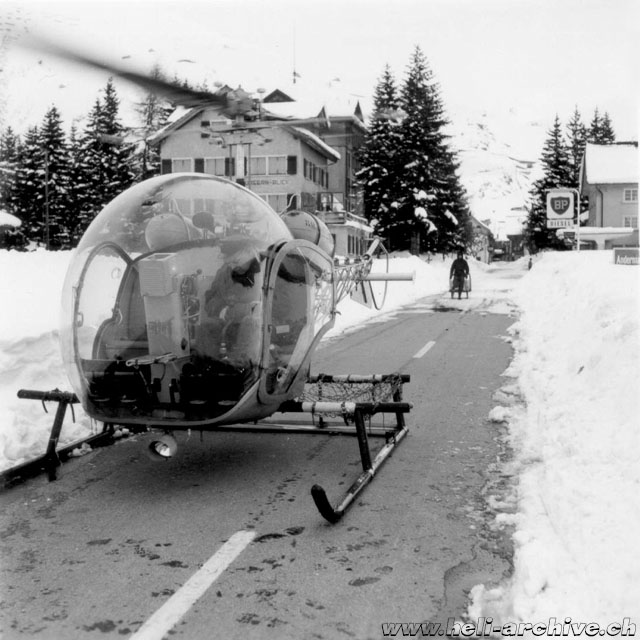 Andermatt/UR, April 1958 - Walter Demuth with the Agusta-Bell 47G HB-XAV in service with Heliswiss (HAB - W. Demuth)